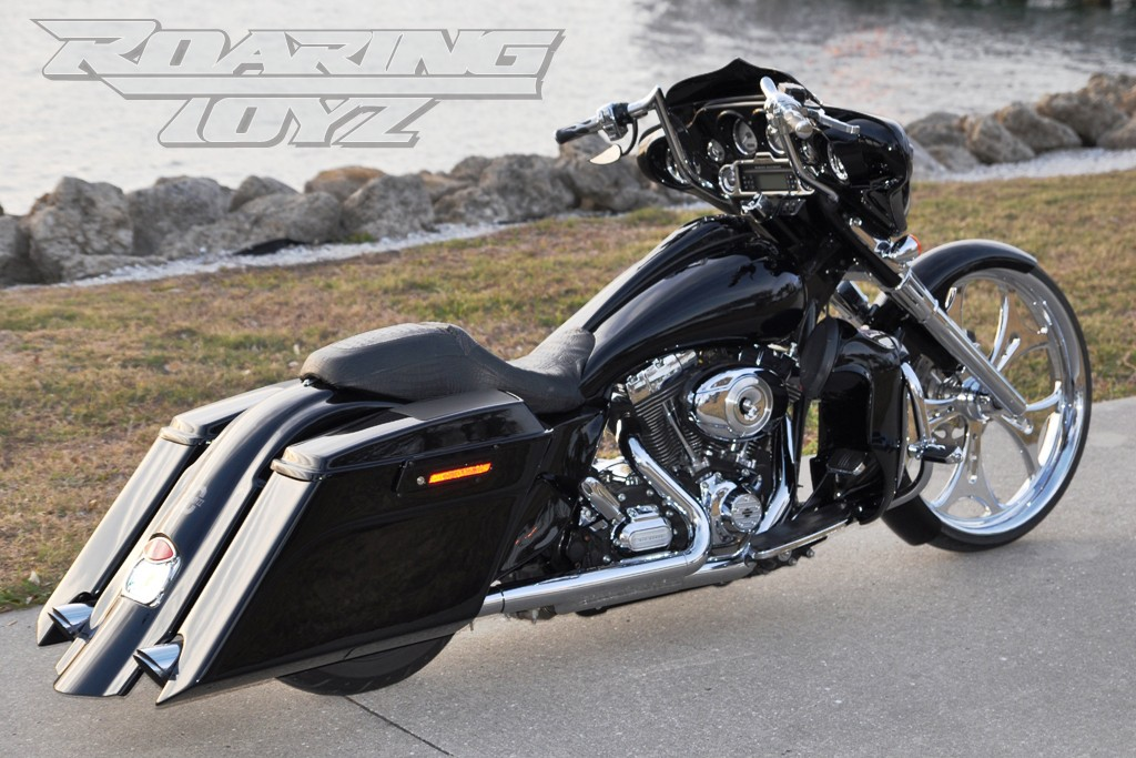 street-glide-stretched-saddlebags-rear-fender-tank-custom-26-wheel   roaring  toyz